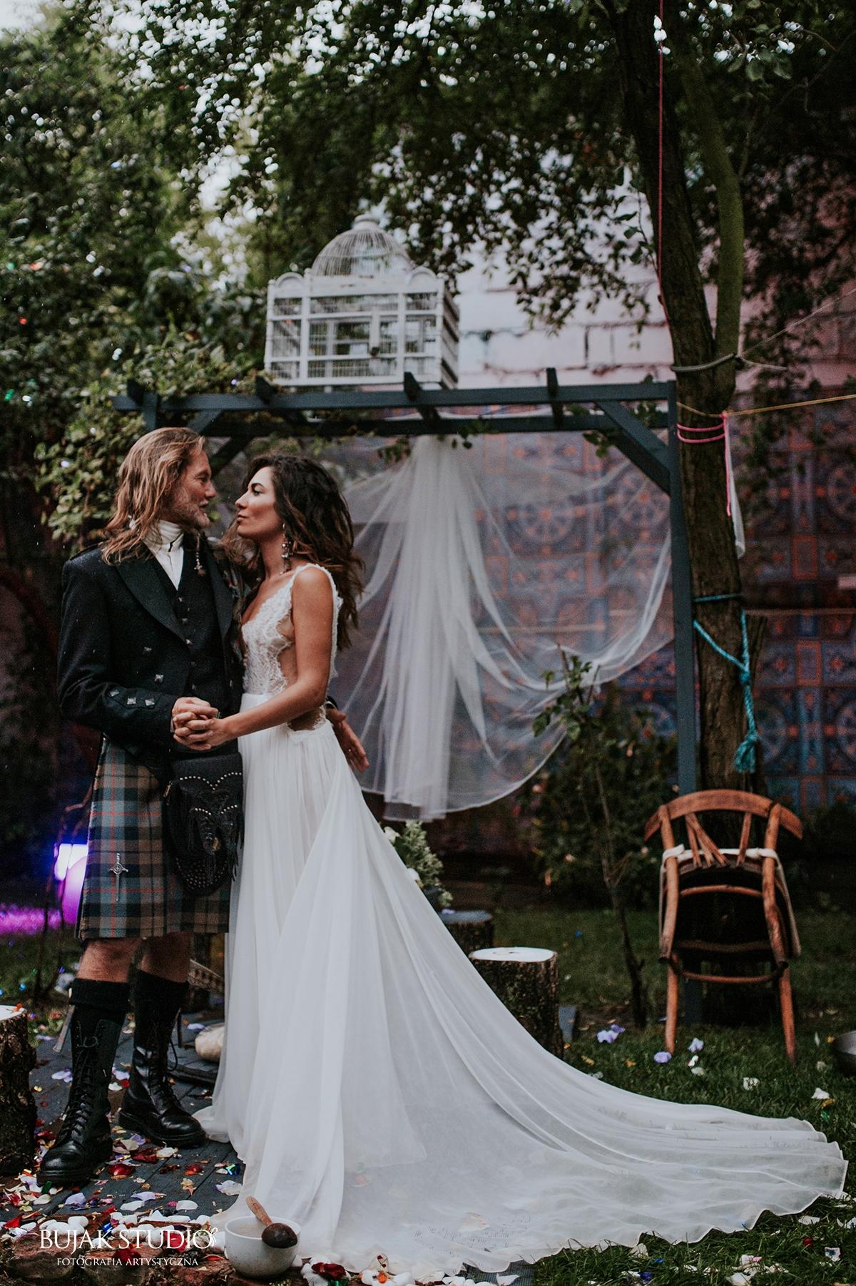 John and Julia - Kilt and Wedding dress